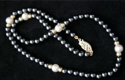 """15"""" 3mm HEMATITE AND WHITE PEARL NECKLACE IN 9CT GOLD"""