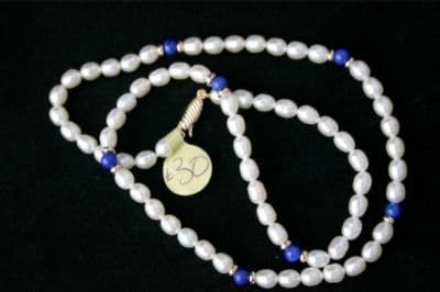 17'' WHITE PEARL & LAPIS LAZULI NECKLACE & 9CT GOLD NEW