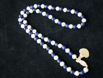 42CM WHITE CULTURED FRESHWATER PEARL AND LAPIS +9CT GLD