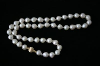 """NEW 18"""" WHITE AKOYA BAROQUE PEARL NECKLACE & 9ct GOLD"""