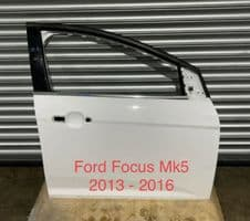 FORD FOCUS  Mk 5  DOOR   WHITE.  2012 - 2015  DRIVER SIDE FRONT.