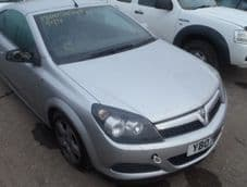 VAUXHALL ASTRA MK 5  H  FRONT BUMPER    ( 3 DOOR   ONLY )  SILVER