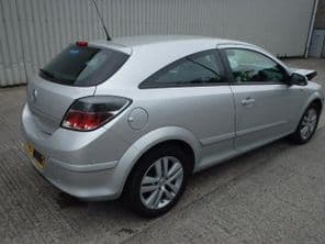 VAUXHALL  ASTRA MK 5  H  SILVER DRIVERS SIDE DOOR   3 DR  ONLY
