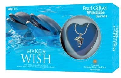Dolphin Pearl Giftset with Wildlife Pendant