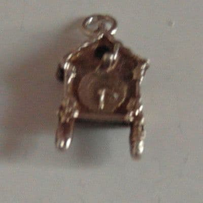 17D BEAUTIFUL VINTAGE SILVER BIRD HOUSE / COOKOO CLOCK CHARM