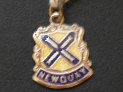 339E LADIES STERLING SILVER NEWQUAY CREST CHARM