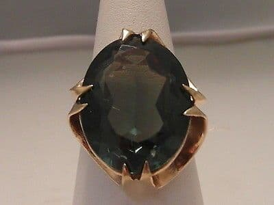 428F VINTAGE LADIES 9CT GOLD SIMULATED EMERALD SOLITAIRE RING SIZE O 1/2