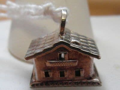 498E VINTAGE STERLING SILVER AMERICAN SCHOOL HOUSE CHARM/PENDANT