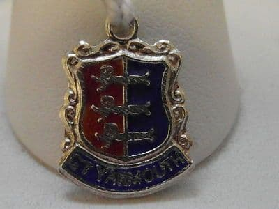 518E VINTAGE STERLING SILVER GREAT YARMOUTH BADGE/FLAG CHARM/PENDANT