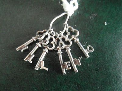 52A SOLID SILVER BUNCH OF 6 KEYS CHARM/PENDANT WITH THE LETTERS I L L E Y O ON