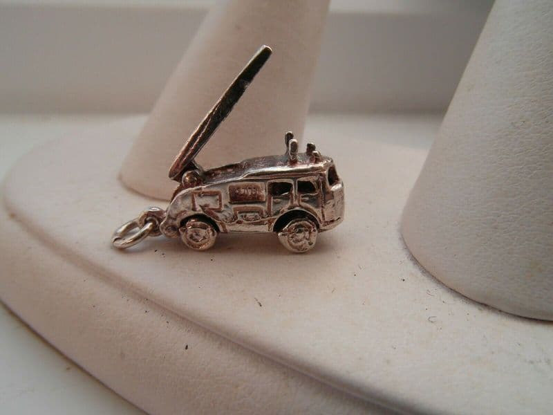 5n silver vintage traditional fire engine charm with a moveable ladder.