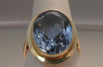 68F VINTAGE LADIES 9CT GOLD 7CT BLUE TOPAZ SOLITAIRE RING SIZE O 1/2