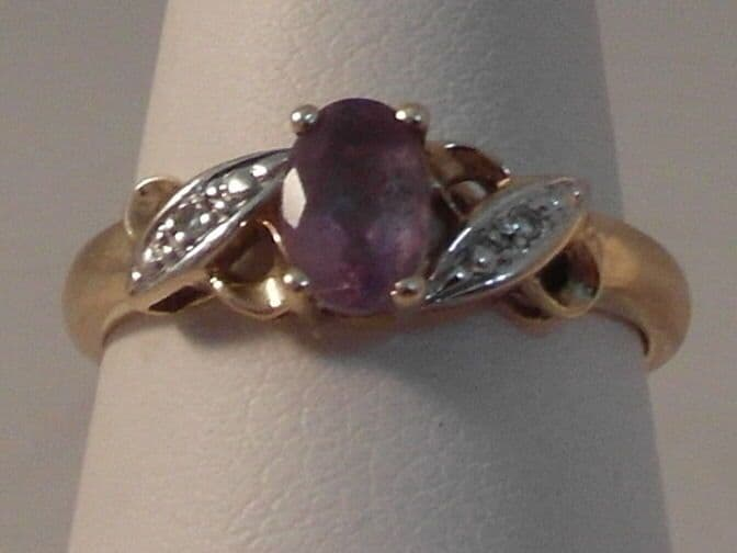 761F LADIES 9CT GOLD AMETHYST AND DIAMOND SOLITAIRE WITH ACCENTS RING SIZE K 1/2
