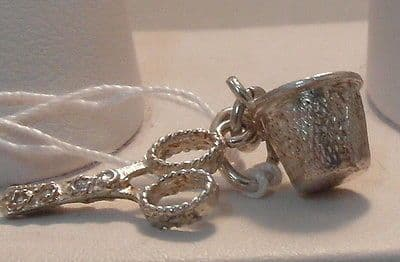 77F VINTAGE LADIES/CHILDRENS STERLING SILVER THIMBLE AND SCISSORS CHARM