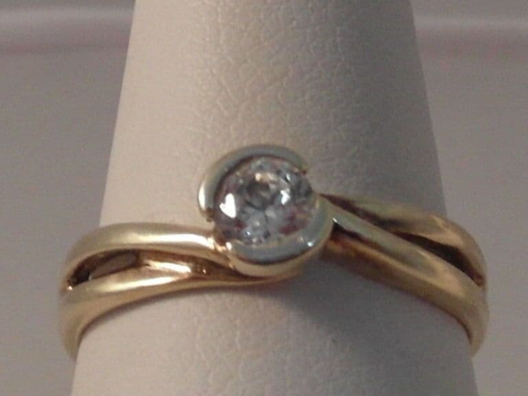 842F LADIES 9CT GOLD ZIRCONIA SOLITAIRE RING SIZE L 1/2