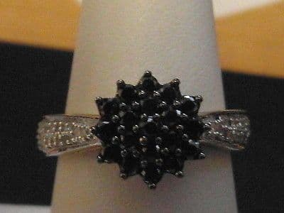 847E VINTAGE LADIES 9CT GOLD BLACK AND CLEAR DIAMOND CLUSTER RING SIZE O 1/2