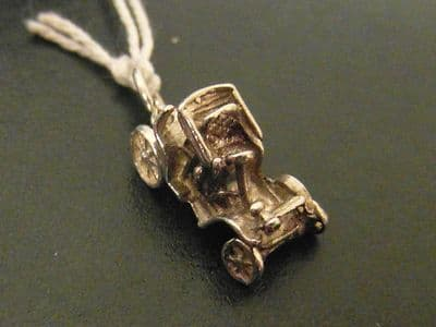 87A SOLID SILVER MODEL T FORD AUTO MOBILE CHARM/PENDANT WITH 4 TURNING WHEELS