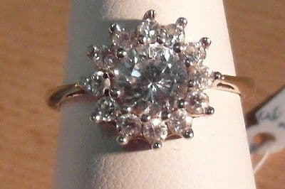 898E VINTAGE LADIES 9CT GOLD ZIRCONIA CLUSTER RING SIZE L