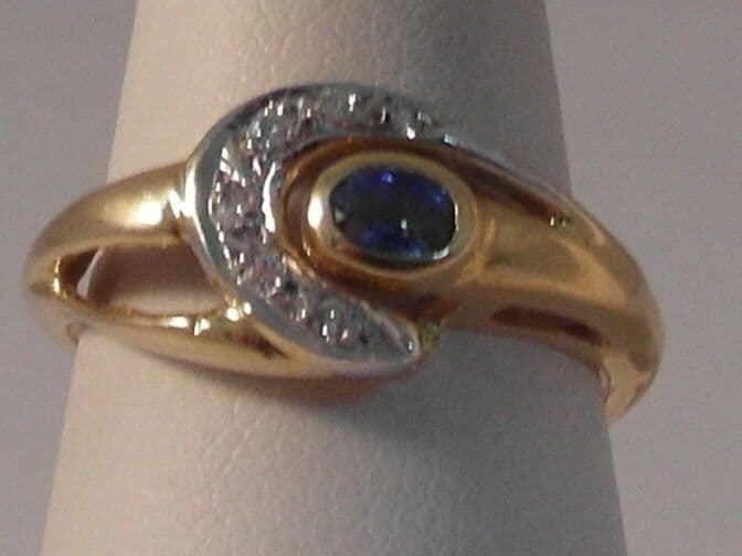 972F 18CT GOLD SAPPHIRE AND DIAMOND DRESS RING SIZE N