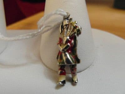 97E VINTAGE STERLING SCOTTISH BAG PIPER CHARM