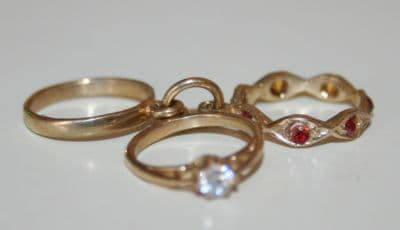 9CT GOLD SET OF 3 RINGS CHARM / PENDANT