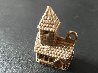 K67 9CT GOLD VINTAGE OLD CHURCH WITH TOWER PENDANT / CHARM