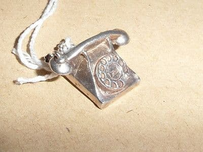 L8 SOLID SILVER TRADITIONAL 1960'S TELEPHONE CHARM / PENDANT