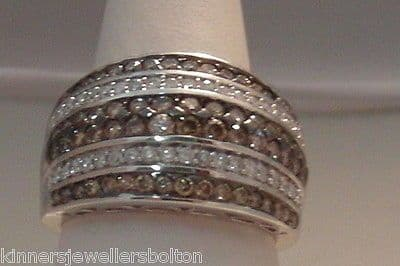 Q80 VINTAGE LADIES 14CT WHITE GOLD CLEAR AND CHAMPAGNE DIAMOND BAND RING SIZE N