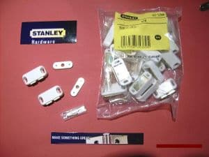 STANLEY magnetic Catches HEAVY 4 kg pull. 20pack with screws.White.83-5380